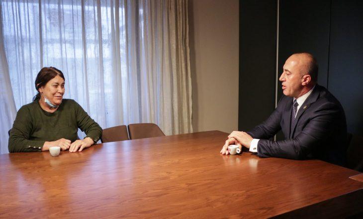 Haradinaj fillon ditën me nënën e tij