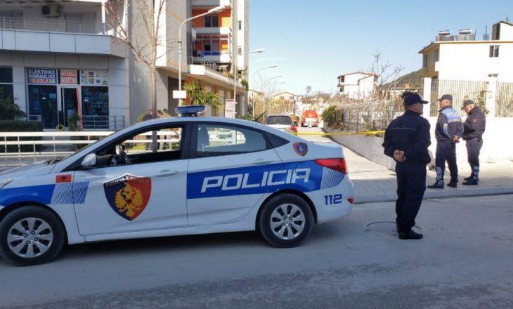 Tiranë: Babai ther me thikë djalin e tij