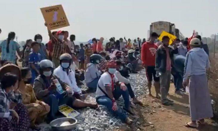 Kombet e Bashkuara paralajmërojnë ushtrinë e Burmas se do të përballen me pasoja nëse shtypin protestat