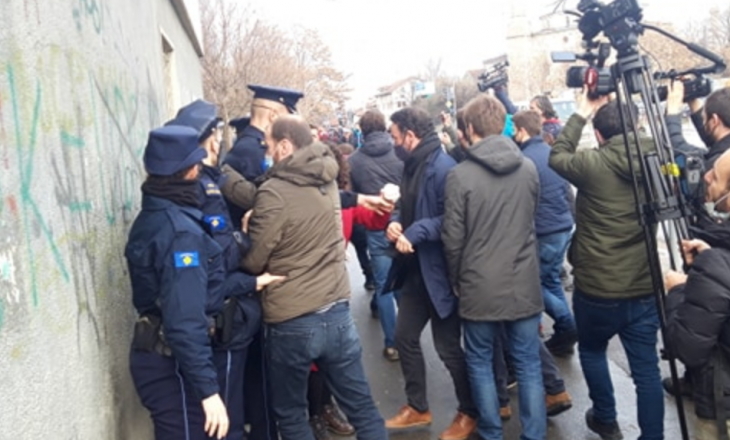 Police interrupt SDP's action in government building