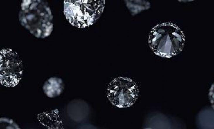 Në këta planetë bien diamante siç bie shi në tokë