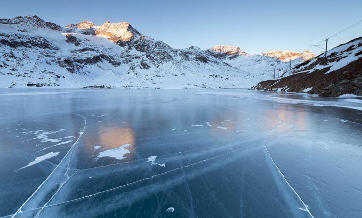 Katër persona humbin jetën nga thyerja e akullit në liqenin Vallsjon të Suedisë