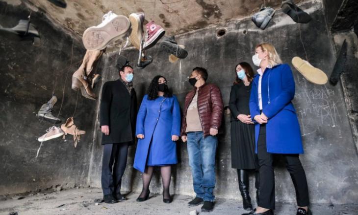 Kurti e Osmani vizitojnë shtëpinë muze të Herticëve që ishte kthyer në shkollë gjatë viteve të '90-ta