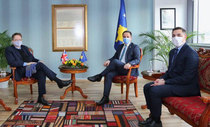 Ambasadori britanik takohet me Driton Selmanajn, diskutojnë për zgjedhjet