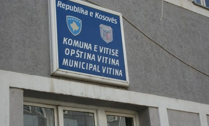 Komuna e Vitisë reagon ndaj akuzave se VV-së ia mbyllin dyert e shkollës