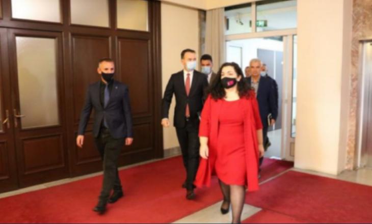 Heqja e orës policore dhe testi PCR për ata që hyjnë në Kosovë, reagon kabineti i Osmanit