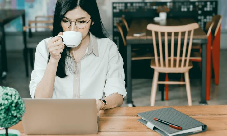 Arsyeja pse jeni më kreativ ulur në një kafene