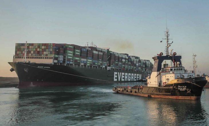 Tani që anija është e lirë, nisin hetimet për bllokimin e kanalit të Suezit