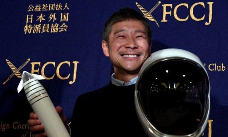 Miliarderi japonez kërkon 8 persona për të fluturuar në Hënë