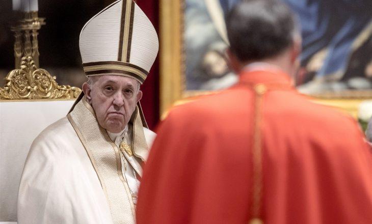 Papa urdhëron ulje të pagave të kardinalëve dhe klerikëve për të kursyer vendet e punës së punonjësve