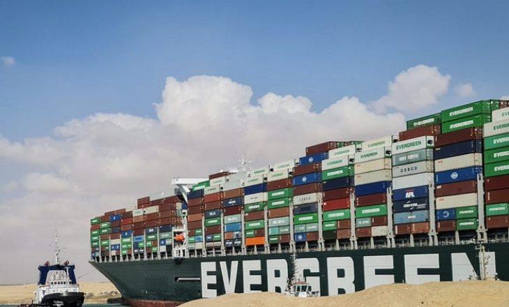Dështojnë përpjekjet për të ç'bllokuar anijen e ngecur në Kanalin e Suezit