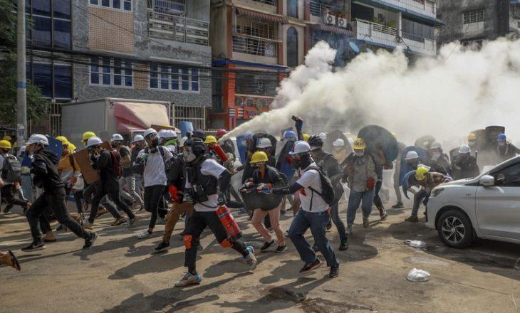 Nga protestat në Mianmar, tetë protestues humbën jetën nga ushtrimi i dhunës së policisë