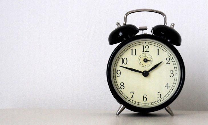 Të dielën ndryshon ora, akrepat lëvizin 60 minuta përpara
