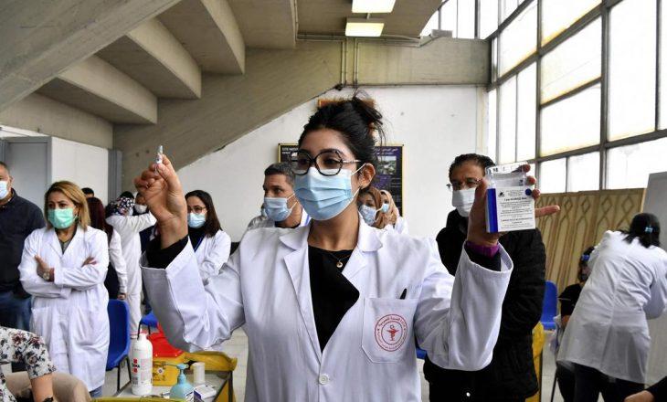 Tunizia fillon vaksinimin kundër COVID-19 me 'Sputnik V'