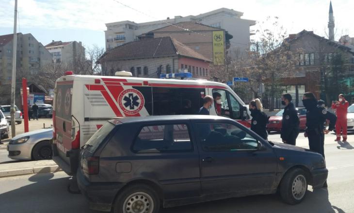 Prishtinë: Përplaset automjeti i ambulancës me një veturë