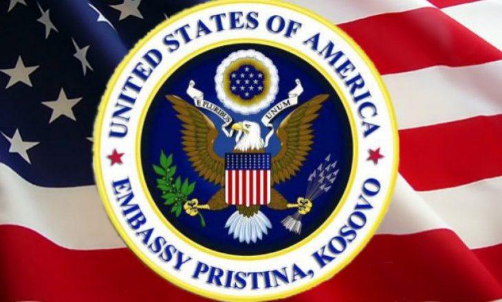 Ambasada amerikane në Kosovë: Merrne vaksinën kur të ju vijë radha