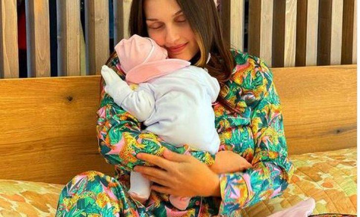 Eliona Pitarka zbulon emrin e veçantë të foshnjës së saj