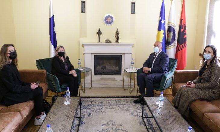 Haradinaj takohet me ambasadoren e Finlandës, diskutojnë për situatën pas zgjedhjeve