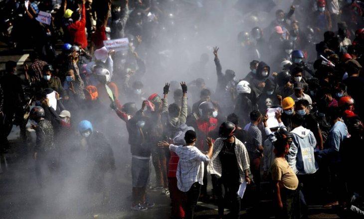Vazhdojnë të shtypen protestat kundër grusht-shtetit në Burma