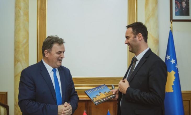 Konjufca dhe ambasadori i Hungarisë diskutojnë për presidentin