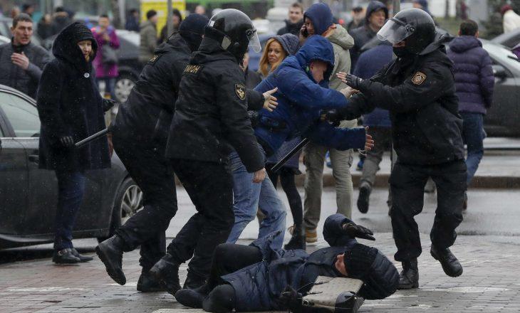 Pushteti Lukashenkos arreston 200 persona në Bjellorusi