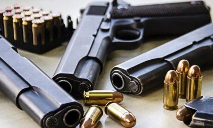 """Dyshohet se """"kontrabanduan me armë"""", kërkohet paraburgim"""