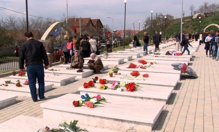 Kurti sot bën homazhe në Krushë të Madhe