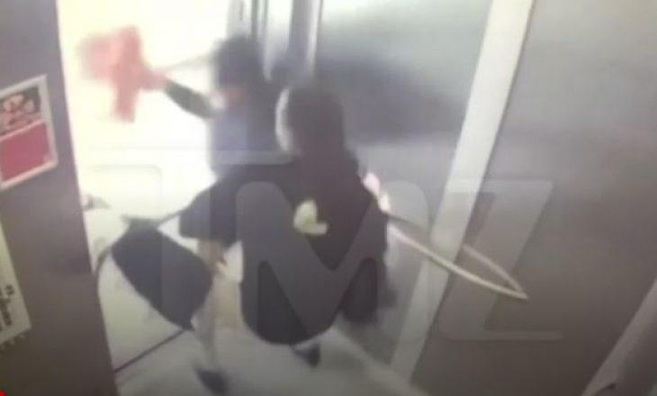 Kapet në kamera përleshja e dhunshme e çiftit të famshëm (VIDEO)