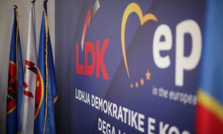 Zyrtari LDK-së: Kurti e Osmani lirshëm nëpër parqe, kryeministri LDK-së nuk lihej i qetë as në shtëpi