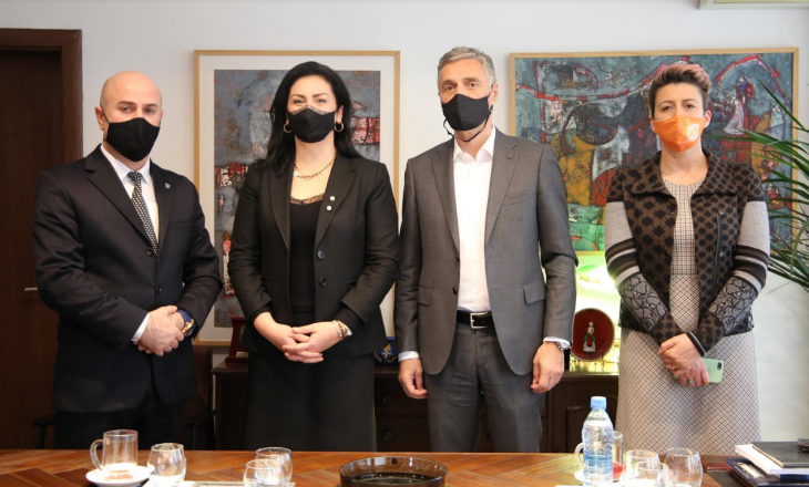 Lumezi diskuton me Shefen e Zyrës së UN Women në Kosovë për bashkëpunim ndaj rasteve të dhunës