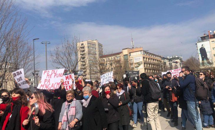 Fillon marshi protestues për 8 mars