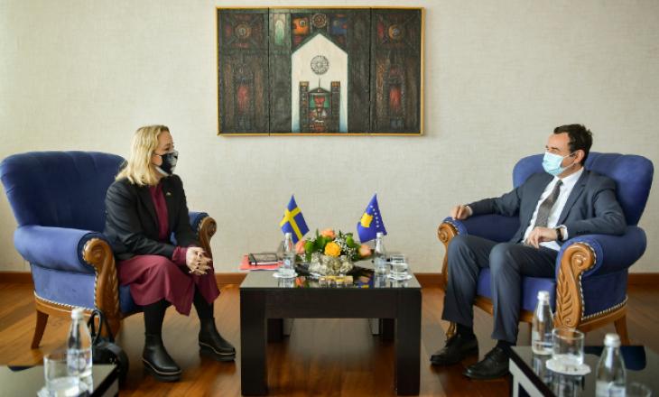 Kurti takohet me ambasadoren e Suedisë, bisedojnë për raportet mes dy shteteve dhe vaksinat anti-COVID