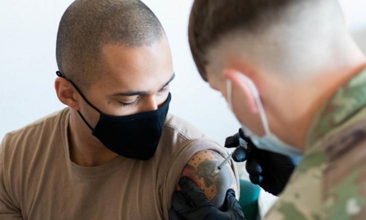 Ushtarët mjekësor në Bondsteel marrin vaksinat anti-COVID