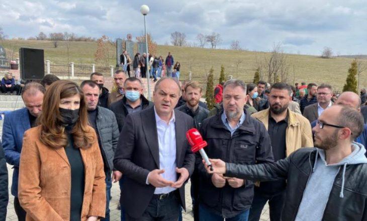 Hoxhaj përkujton masakrën e Izbicës, kërkon drejtësi për gjenocidin serb në Kosovë