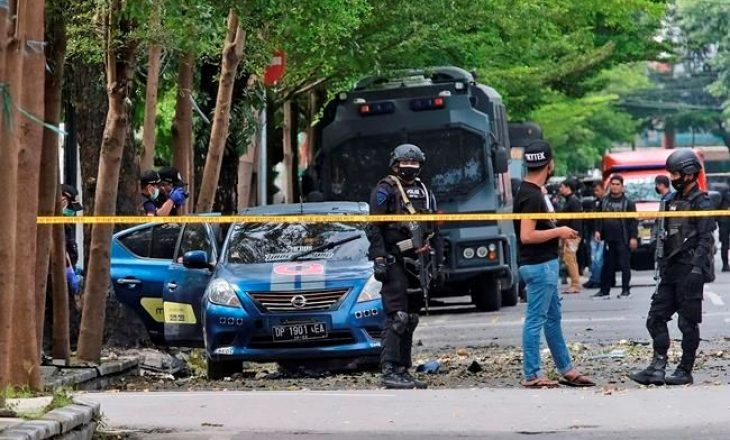 Sulmi vetëvrasës trondit kishën në Indonezi, disa të plagosur