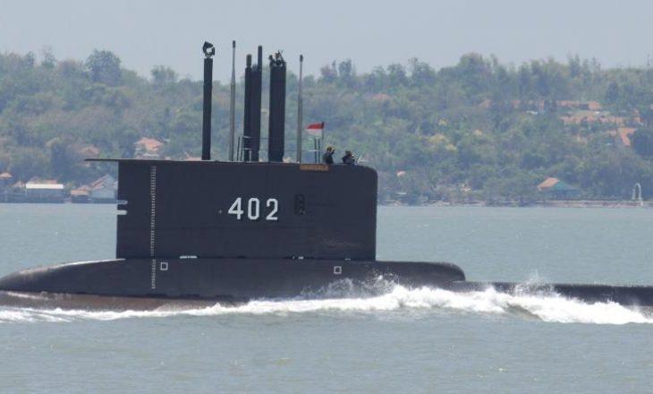 Indonezi: Zhduket nëndetësja me 53 persona në bord