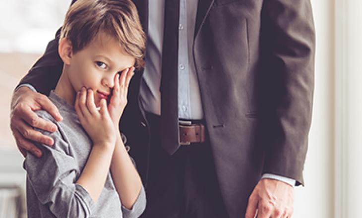 Mënyrat se si prindërit inkurajojnë sjellje të keqe tek fëmijët