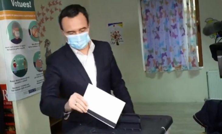 Albin Kurti voton në zgjedhjet parlamentare në Shqipëri
