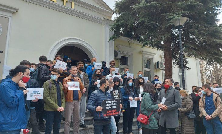 Nis protesta para Rektoratit për shkarkimin e Ardian Kastratit nga UP-ja