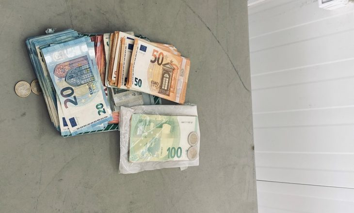 Dogana kap rreth 30 mijë euro që po futeshin në Kosovë pa deklarim