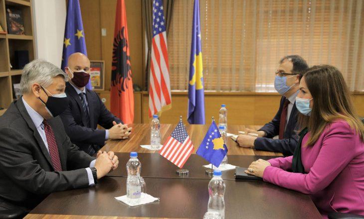 Ambasadori Kosnett konfirmon mbështetjen për sektorin e arsimit