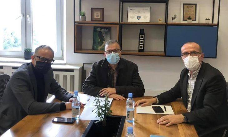 Haxhiu takon ministrin Vitia, flasin për vaksinat