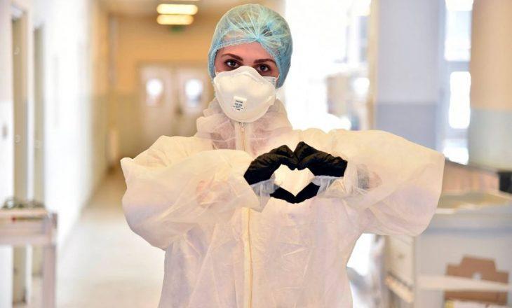"""""""Me dashuri"""", SHSKUK shpërndan fotografinë e infermieres që kujdeset për të infektuarit me COVID-19"""