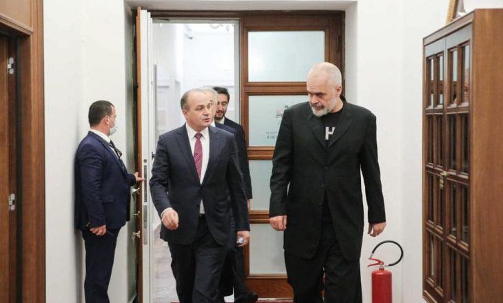 Hoxhaj uron Ramën