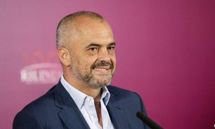 Edi Rama zbulon padashje shtatzëninë e moderatores shqiptare