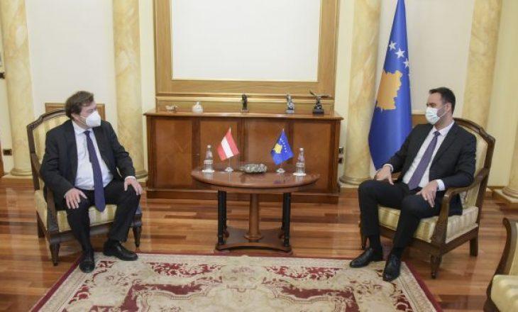 Konjufca takohet me ambasadorin e Austrisë, flasin për menaxhimin e pandemisë