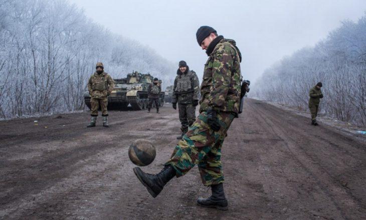 Një ushtar ukrainas ka humbur jetën nga sulmet e separatistëve pro-rusë në rajonin Donbas