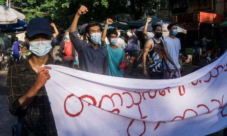 Ushtria e Mianmarit u kërkon familjeve para për të marrë trupat e të afërmve të vrarë në protestë