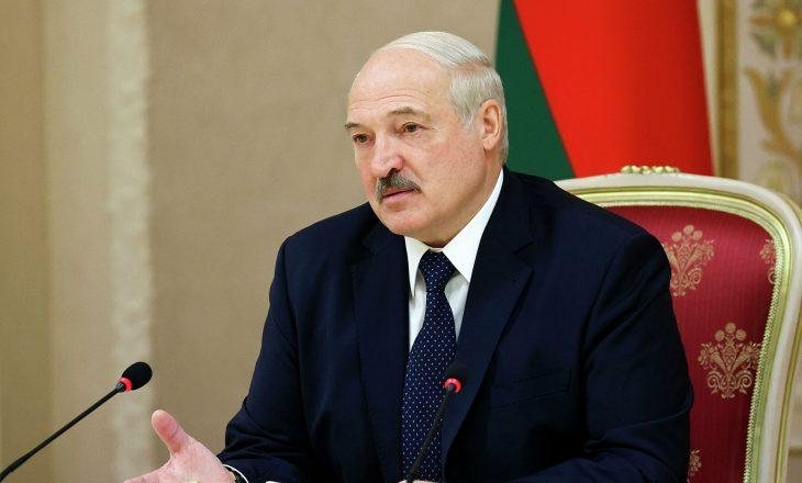 Lukashenko kërkon ndryshimin e ligjit në mënyrë që pushteti t'i kalojë djalit të tij në rast se presidenti rrëzohet nga detyra apo pushkatohet