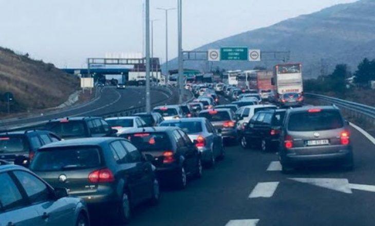 Numër i madh i qytetarëve kosovarë që po kalojnë vikendin në Shqipëri